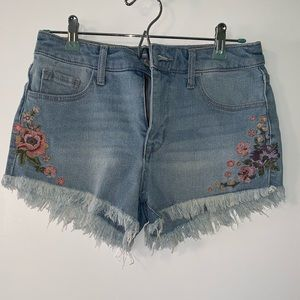 Denim short with floral embroidery